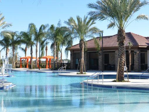 """Solterra Resort<br><label style=""""color:red;font-size:0.6em;"""">A partir de $352.990</label><br><label style=""""font-size: 13px;"""">O Solterra oferece espaçosos sobrados de 2 andares com 4 a 5 quartos, 3 1/2 a 5 1/2 banheiros e até 2.398 pés quadrados. Casas de campo em Windsor oferecem de 5 a 6 quartos, 4 a 5 banheiros e até 3.511 pés quadrados.</label><br><span style=""""font-size: 16px; font-weight: bold;"""">Mais Informações</span>"""